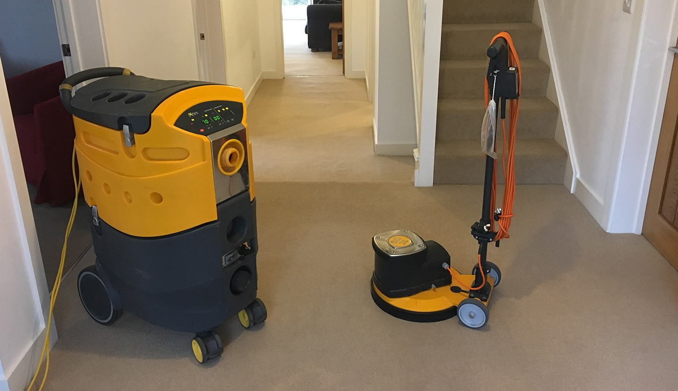 Choosing-The-Right-Carpet-Cleaning-Machine-For-a-New-Business